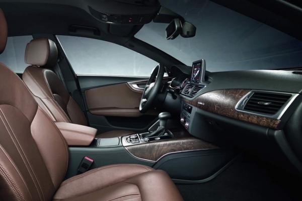 http://www.cannes-car-rental.com/img/Audi/A7/interieur/02.jpg
